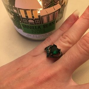 Emerald green heart shape black gold filled ring